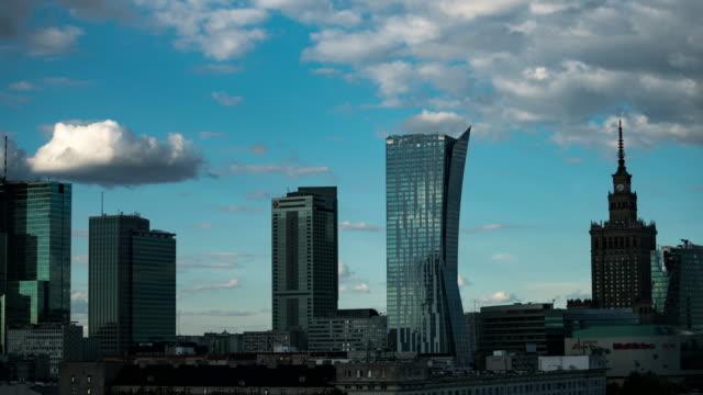 zeitraffer der warschauer skyline (schieberegler) - warschau stock-videos und b-roll-filmmaterial