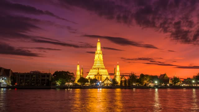 time lapse of wat arun, famous landmark for buddha temple in bangkok city, capital and famous city for travel and beautiful sunset time and boat transportation - wat video stock e b–roll