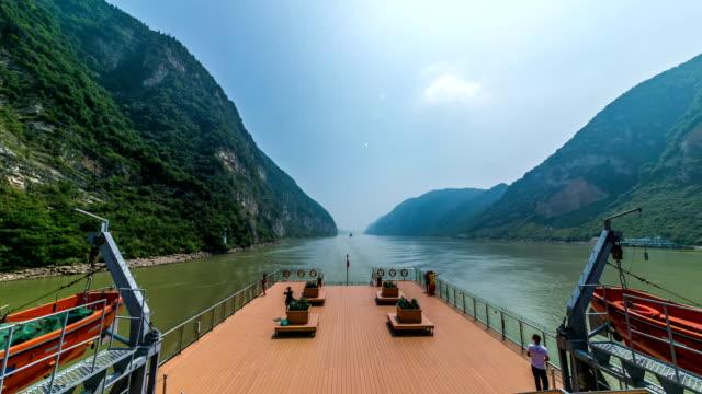 vídeos y material grabado en eventos de stock de lapso de tiempo en el barco del río de yangtze en china - río yangtsé