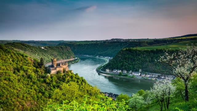 시간 경과, 라인 강 골짜기와 독일-추적 샷 카 츠 성 - 성 건축물 스톡 비디오 및 b-롤 화면