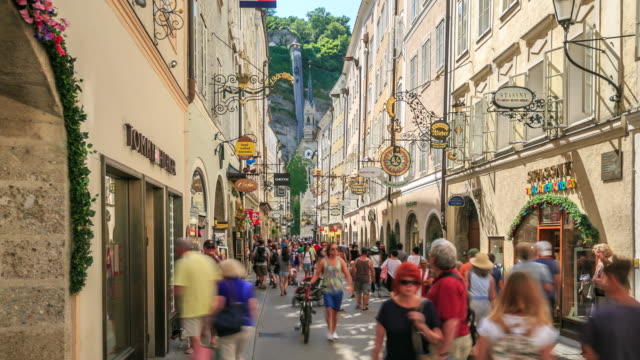 4K Time Lapse : shopping street in Salzburg