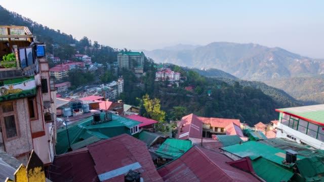 time lapse schuss von shimla city, die hauptstadt himachal pradesh, indien - himachal pradesh stock-videos und b-roll-filmmaterial