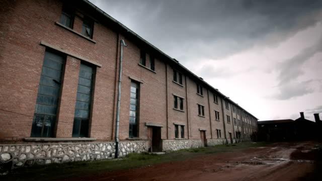 古い工場で撮影されたタイムラプス - 腐敗点の映像素材/bロール