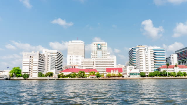 4K time lapse: Siriraj Hospital building with Chao Pra Ya river at Bangkok - vídeo