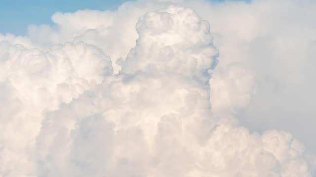 vídeos de stock, filmes e b-roll de tempo lapso suave nuvens em movimento - cúmulo