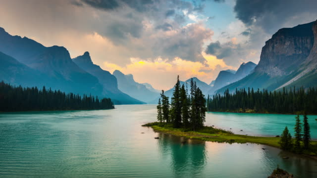 Time Lapse: Spirit Island in Maligne Lake, Canada