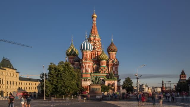 time lapse - st basil's cathedral och röda torget (zooma in) - vasilijkatedralen bildbanksvideor och videomaterial från bakom kulisserna