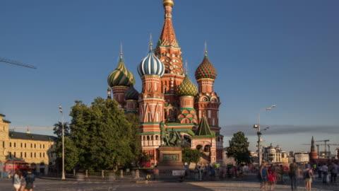 vídeos y material grabado en eventos de stock de lapso de tiempo-st. basil's cathedral y plaza roja (zoom out - rusia