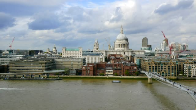 4k time lapse st. paul's cathedral , london, uk - inghilterra sud orientale video stock e b–roll