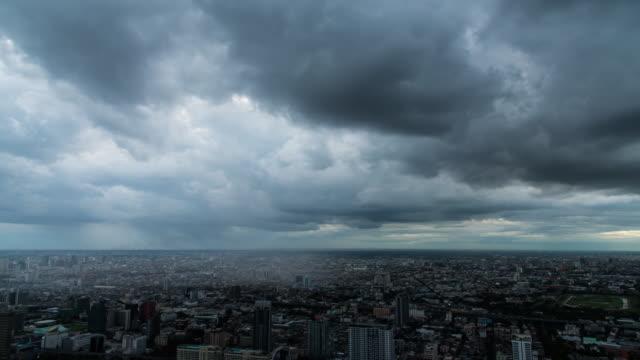 time lapse : storm in the city - cielo minaccioso video stock e b–roll