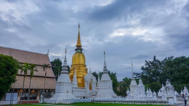 zaman atlamalı: suan dok tapınağı chiang mai tayland - stupa stok videoları ve detay görüntü çekimi