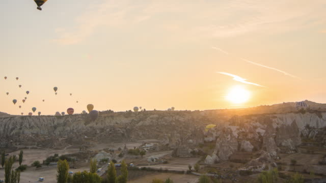 Time Lapse : sunrise Hot Air Balloons over Goreme Valley in Cappadocia, Turkey
