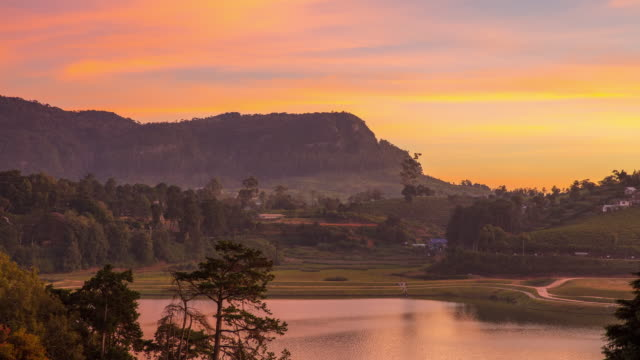vídeos de stock e filmes b-roll de ms time lapse sunrise over tranquil landscape,sri lanka - sri lanka