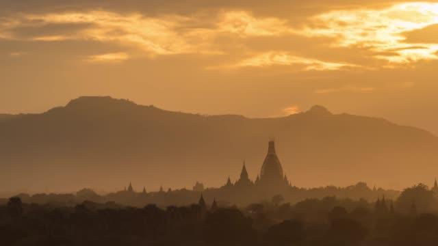 4k time lapse : sunset  bagan temples ,old pagoda in bagan myanmar - myanmar video stock e b–roll