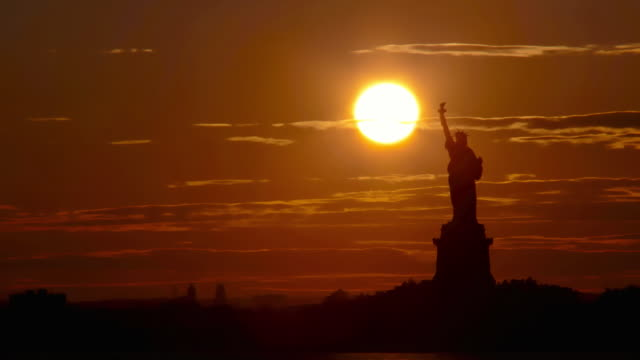 Time lapse - Sunset behind Statue of Liberty