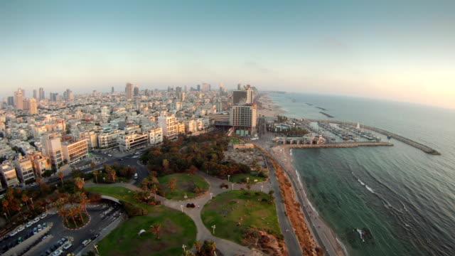 Time-lapse de la plage de Tel Aviv de la côte très grand angle - Vidéo
