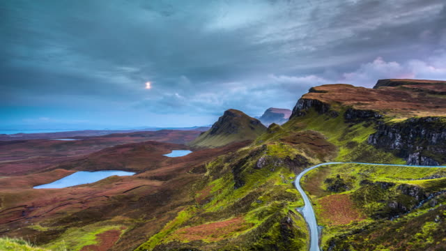 time lapse: the quiraing on isle of skye in scotland - highlands scozzesi video stock e b–roll