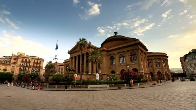 time lapse teatro massimo opera house - palermo città video stock e b–roll