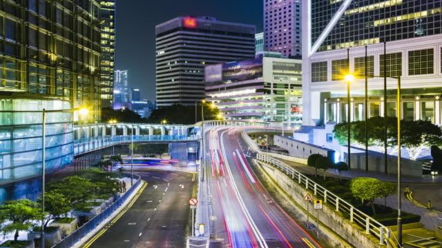 Lapso de tiempo de 4K: tiempo lapso de carretera tráfico centro en Hong Kong. - vídeo