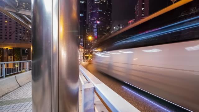 lapso de tiempo 4K (4096x2160): lapso de tiempo del tráfico de la carretera en el centro de Hong Kong. 4K transporte - vídeo