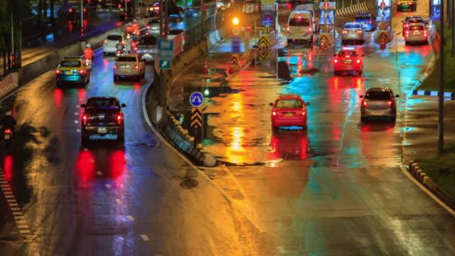 Zeitraffer 4K (4096 x 2160): Zeit erlöschen der Autobahn Verkehr Innenstadt – Video