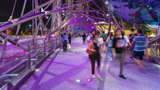 Lapso de tempo K 4: turistas andando em Singapura de hélice - vídeo