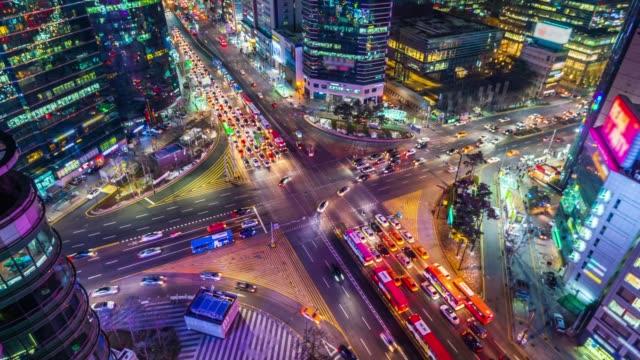 time lapse traffic at night in seoul, south korea. 4k - adulazione video stock e b–roll