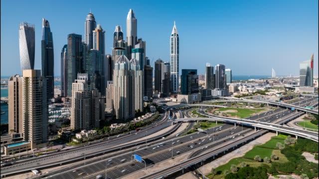 vidéos et rushes de trafic de laps de temps à dubaï - 2018