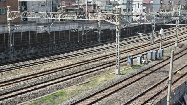 time lapse. trains passing on rails, in seoul city ,south korea. - intercity filmów i materiałów b-roll