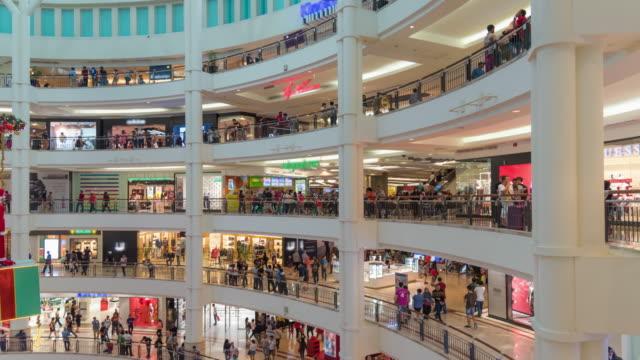 tidsfördröjning: resenärer i köpcentrum - petronas twin towers bildbanksvideor och videomaterial från bakom kulisserna