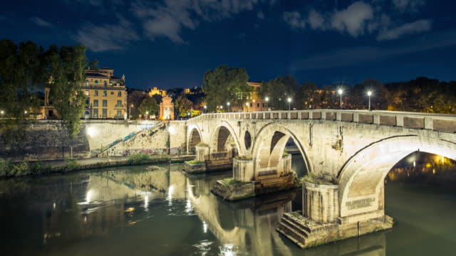 time lapse video of a lighted bridge over the tiber river - full hd format video stock e b–roll