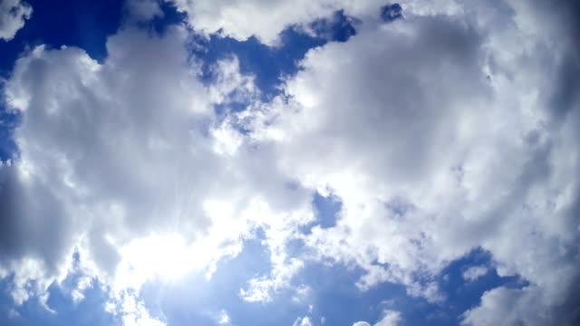 Zeitraffer video von Wolken, die schnell – Video