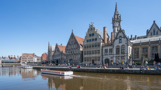 video time lapse del centro storico di gand e del canale di gand, belgio - belgio video stock e b–roll