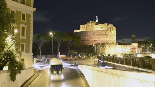zaman atlamalı video sant'angelo kalesi roma, i̇talya. - pope francis stok videoları ve detay görüntü çekimi