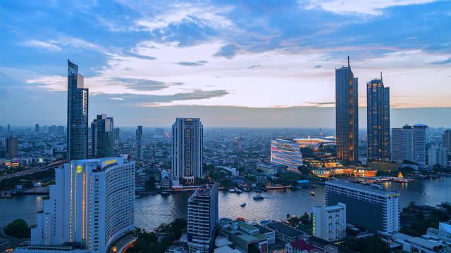 4k, bangkok zaman atlamalı görünümü ve tayland chao phraya river bangkok bangkok bangkok bangkok şehir merkezinde bangkok gökdelen - bangkok stok videoları ve detay görüntü çekimi