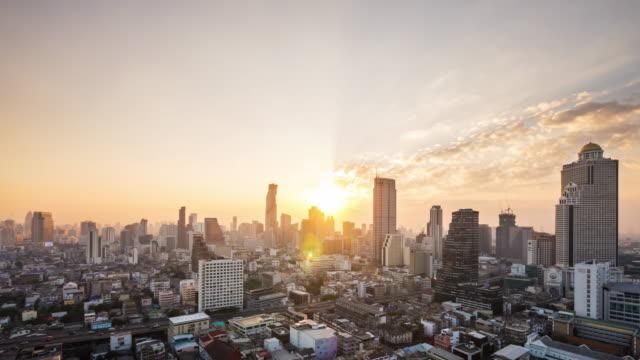 zaman atlamalı görünümünü gündoğumu, tayland, thailand, bangkok şehir manzarası - bangkok stok videoları ve detay görüntü çekimi
