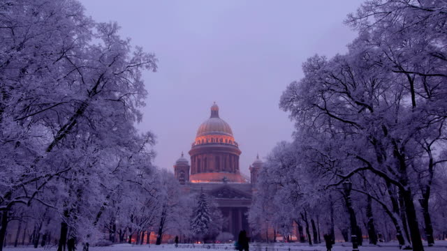 Time lapse view on snowy park and Isaakievskiy Sobor in winter video