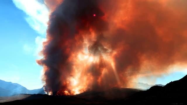 tid förflutit - wildfire bränning i skog och berg - skog brand bildbanksvideor och videomaterial från bakom kulisserna
