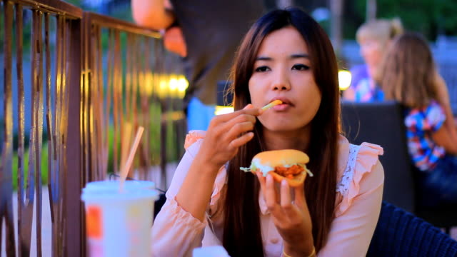 HD Time lapse :Woman eating burger video