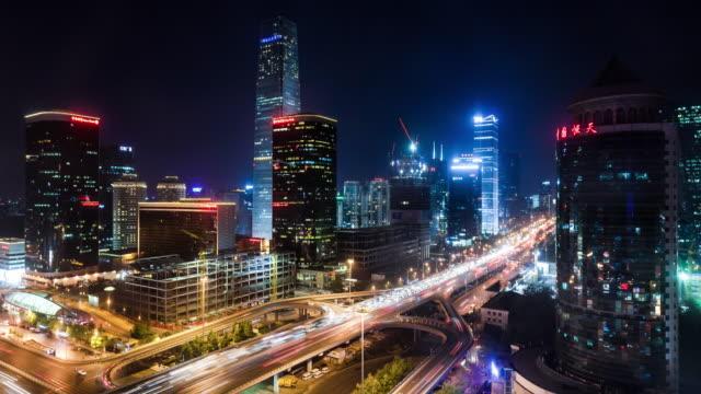vídeos de stock, filmes e b-roll de exibição de tempo lapso elevados do horizonte de beijing - característica arquitetônica