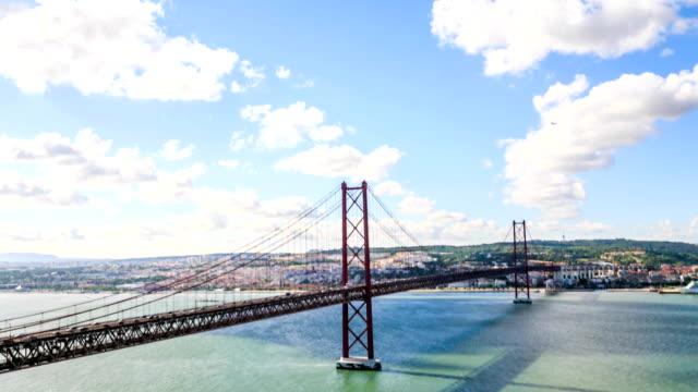 zeitraffer: lissabon bridge - 25. april, old salazar bridge, portugal - zahl 25 stock-videos und b-roll-filmmaterial
