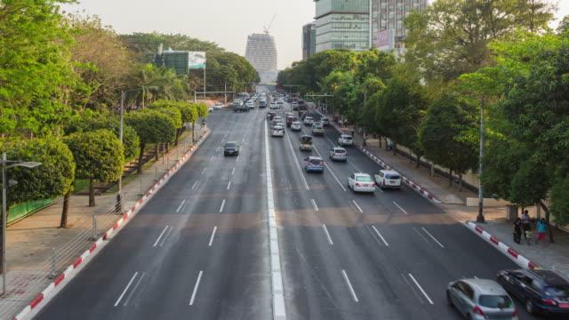 4k time lapse:road traffic at yangon in myanmar - верующий стоковые видео и кадры b-roll