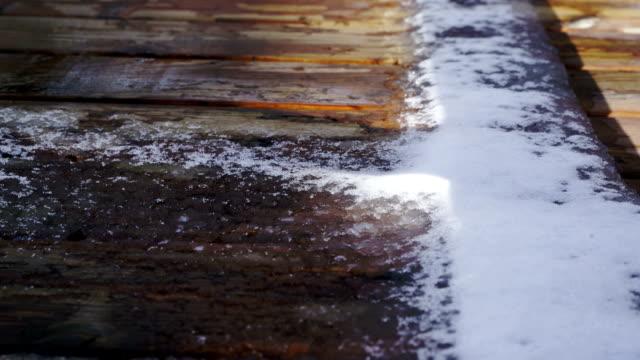 時間の経過: 雪の融解 - デッキ点の映像素材/bロール