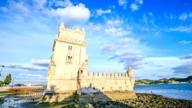 vídeos de stock e filmes b-roll de time lapse: torre de belém, em lisboa, portugal - eletrico lisboa