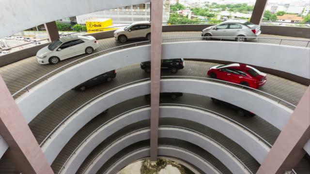 stockvideo's en b-roll-footage met 4k tijd vervallen: voertuig verhuizen parkeerplaats - parking