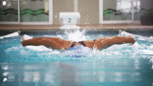 tid simning är tid väl spenderas - tävlingsidrott bildbanksvideor och videomaterial från bakom kulisserna