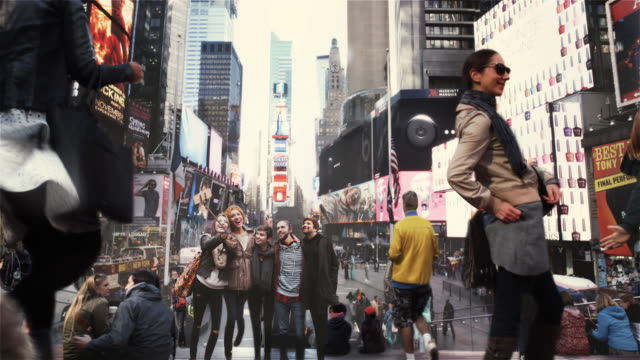 vídeos de stock e filmes b-roll de tempo quadrado cinemagrafia paralaxe 4 k - clip art
