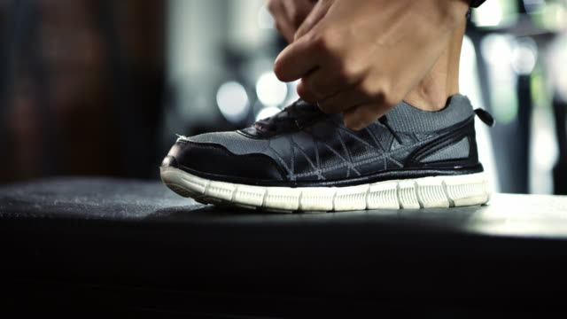 stockvideo's en b-roll-footage met tijd om aan de slag te gaan - running shoes