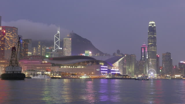 timelape stadt in rauch und dunkelheit von nebligen tag / hongkong, china - establishing shot stock-videos und b-roll-filmmaterial
