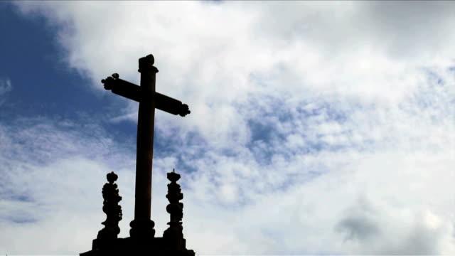 tid-varv-katedralen - krucifix bildbanksvideor och videomaterial från bakom kulisserna